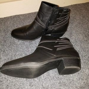 New in box Madden girl boots
